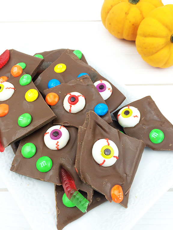 Halloween Goblin Chocolate Bark | Beauty and Blooms
