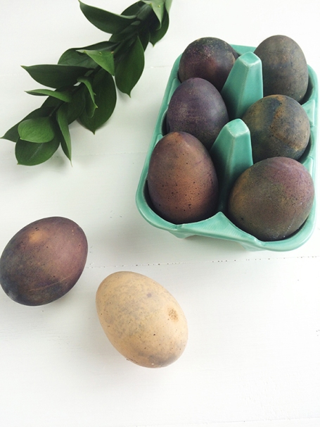 Naturally Dyed Easter Eggs | Beauty and Blooms