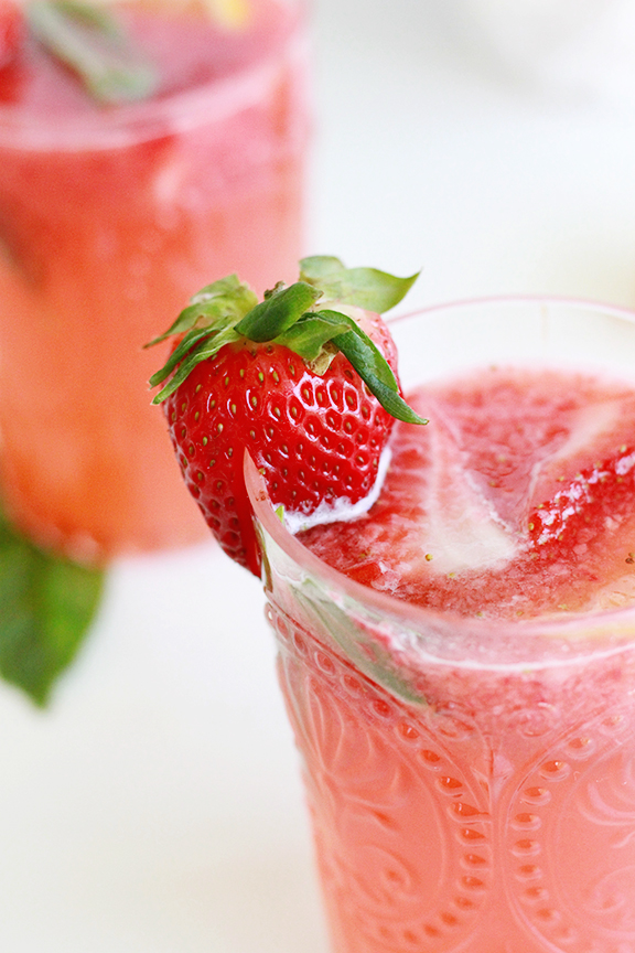 Fresh Strawberry Lemonade Cocktail