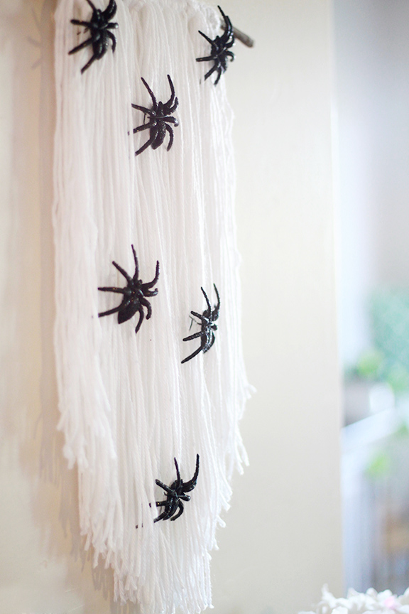 DIY Halloween Spider Wall Decoration
