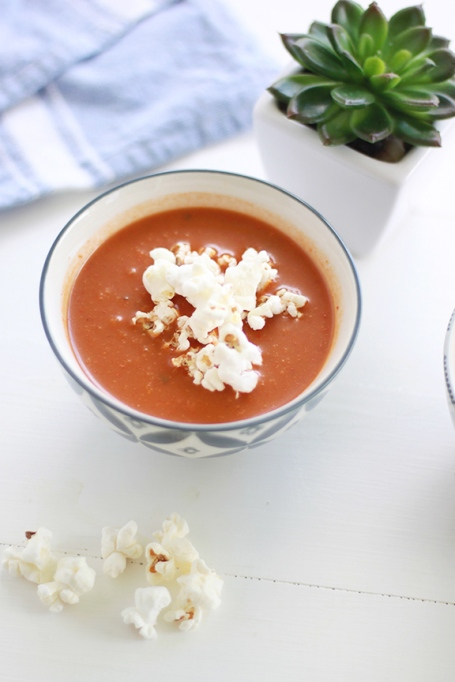 01-tomato-soup-with-popcorn