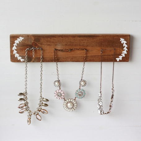 Diy rustic necklace holder beauty and blooms for Diy travel earring holder