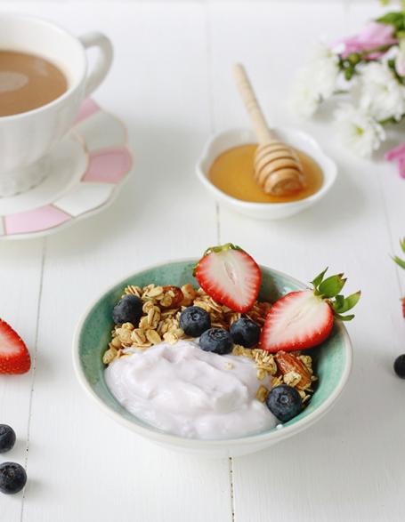 Greek Yogurt Bowl with Berries and Honey