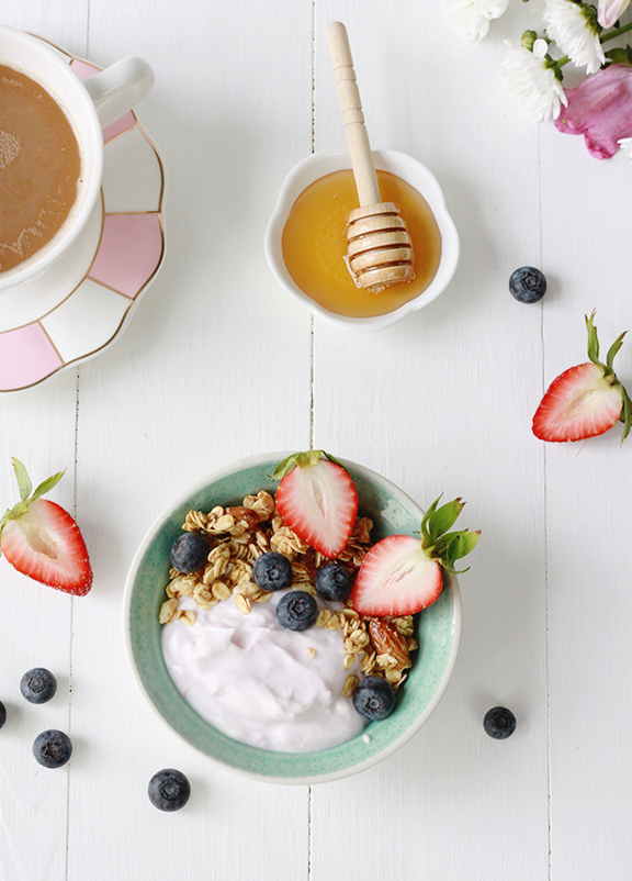 Greek Yogurt Bowl with Berries and Honey