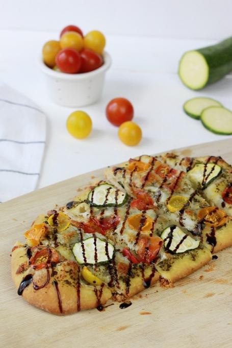Heirloom Tomato and Zucchini Pesto Pizza   Homemade Pizza Recipe   Summer Dinner Inspiration   Farmer's Market Recipe