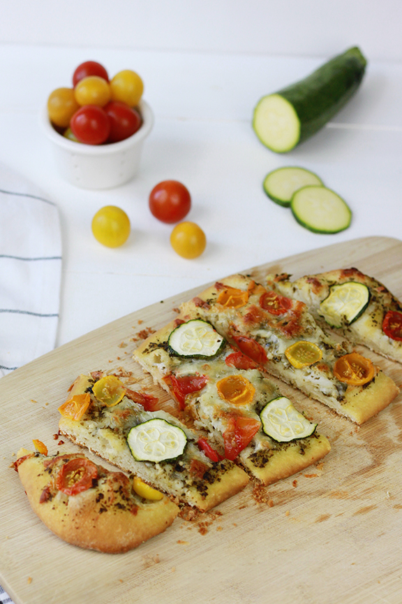 Heirloom Tomato and Zucchini Pesto Pizza | Homemade Pizza Recipe | Summer Dinner Inspiration | Farmer's Market Recipe