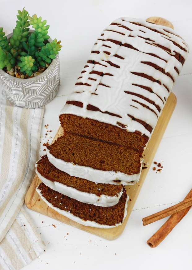Holiday Gingerbread Loaf | Holiday Baking | Christmas Breakfast Inspiration | Gingerbread Recipe | Holiday Baking Idea | Christmas Party Dessert Inspiration | Holiday Brunch Idea